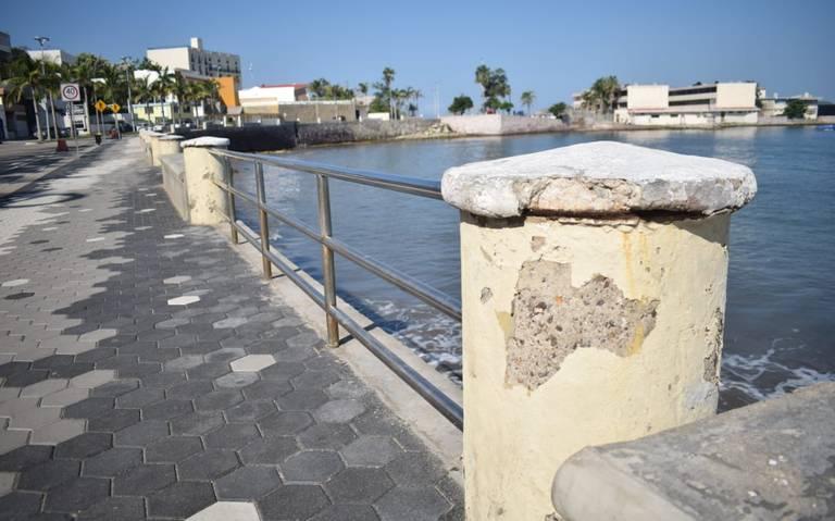 Neglect and deterioration on the Mazatlan boardwalk
